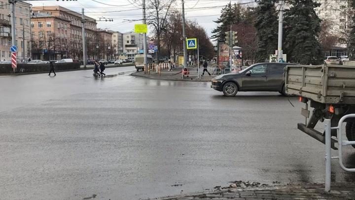 Пешеходный переход на перекрёстке Ленина и Энгельса в Челябинске вернули на старое место