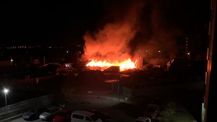 В Заельцовском районе вспыхнули частные дома— пожарные гидранты не работали