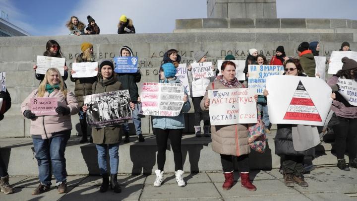 «Мы правнучки ведьм, которых вы не смогли сжечь»: смотрим плакаты уральских феминисток