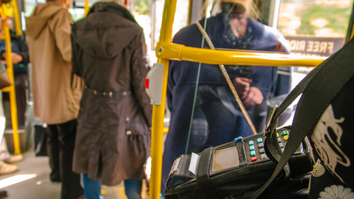В Самаре в общественном транспорте перестали принимать к оплате безлимитные карты