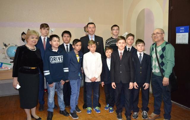 Уфимские школьники встретились с известным космонавтом-испытателем