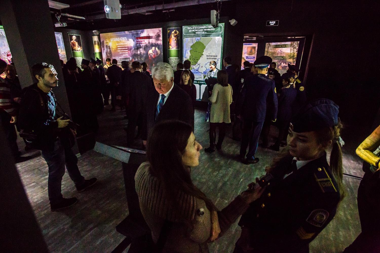 Официальные гости заполонили тесные коридоры парка-музея