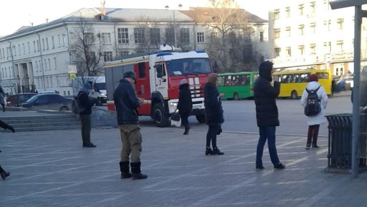 В Екатеринбурге закрыли станцию метро «Площадь 1905 года»: там работали полиция и МЧС