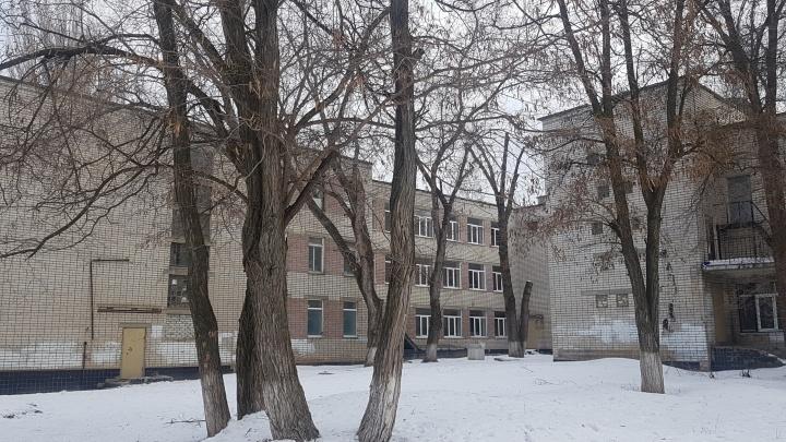 «Сказали, что положено»: в Волгограде сотрудников проверяемого лицея срочно отвели в тубдиспансер