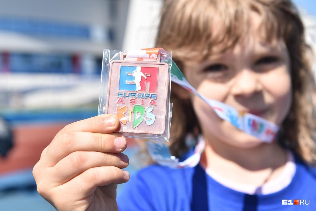 В детском марафоне медали тоже квадратные,  как и во взрослом