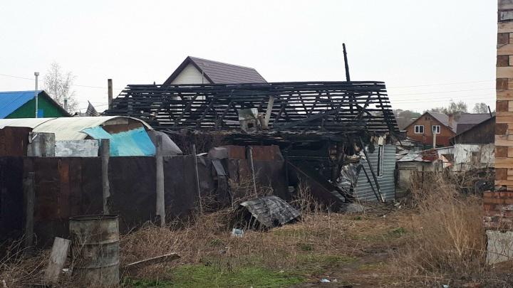 Погибших при пожаре в Центральном округе женщину с детьми нашли под кроватью