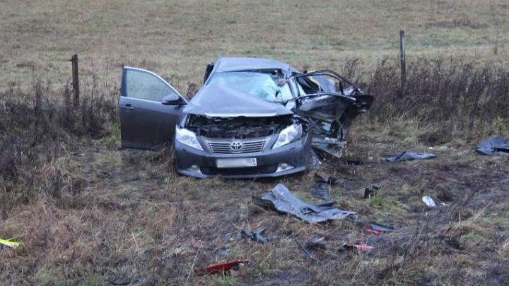 На трассе Пермь — Екатеринбург грузовик врезался в «Тойоту»: один человек погиб
