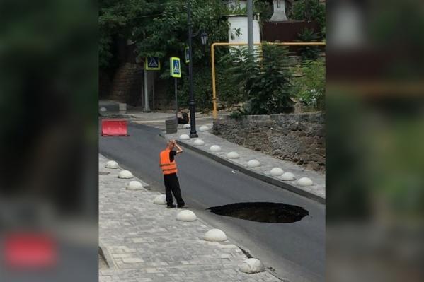 На месте уже работают городские службы