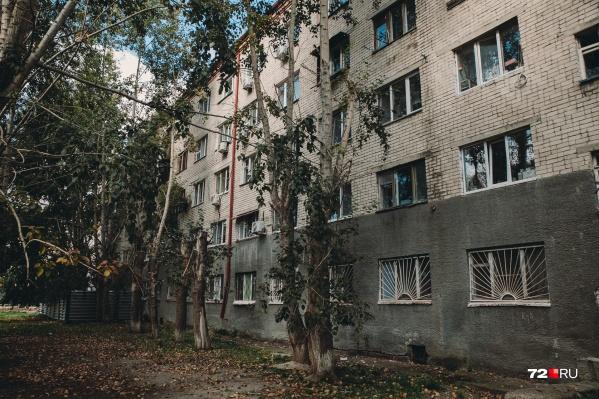 Дом, из которого поздним вечером в начале сентября выселили тюменцев, находится в критическом состоянии