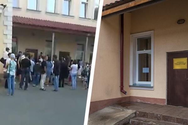 Сотни людей пытаются попасть в поликлинику центра СПИД на улице Семьи Шамшиных — некоторым не хватает воздуха в душной очереди, и они ждут на улице