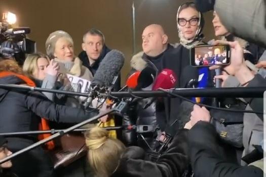 После визита в отдел полиции Водонаева встретилась с журналистами