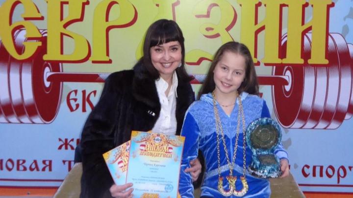 Маленькая силачка из Екатеринбурга установила два рекорда мира по жиму штанги