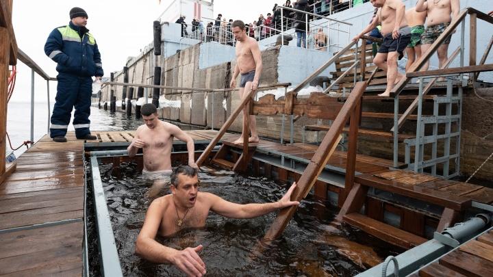 «В центре уже поныряли»: в Волгограде начали закрываться крещенские купели