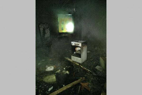 В трёхкомнатной квартире горели кухня и коридор