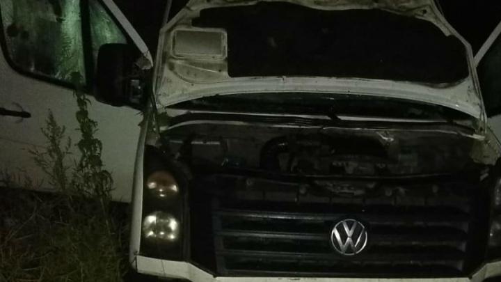 «В больницу увезли девятерых»: под Чебаркулём грузовик въехал в фургон