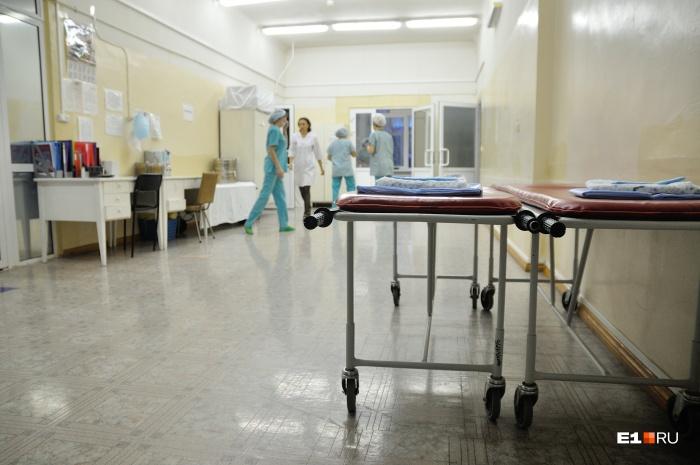 Пострадавший парень сейчас лежит в нейрохирургическом отделении одной из больниц Екатеринбурга