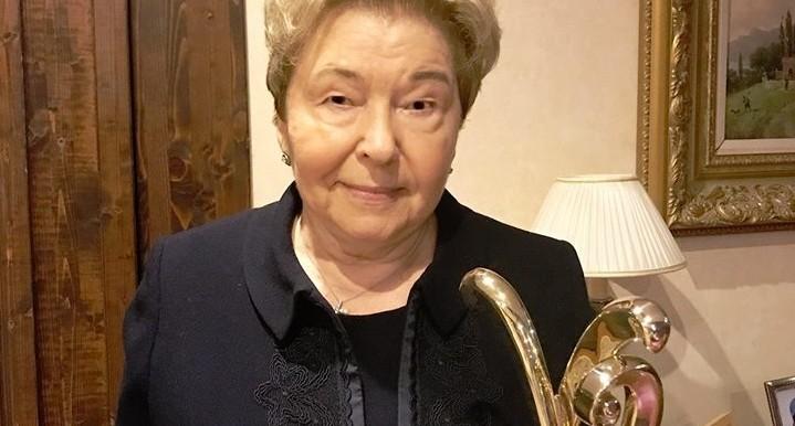 Наина Ельцина получила премию за гуманизм из рук скрипача Владимира Спивакова