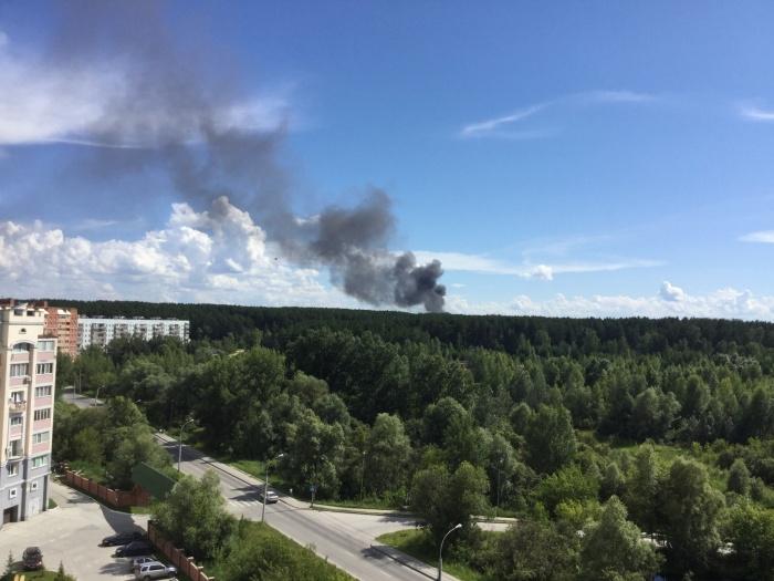 Над Академгородком поднялся столб чёрного дыма— оказалось, что горит крыша столовой военного училища