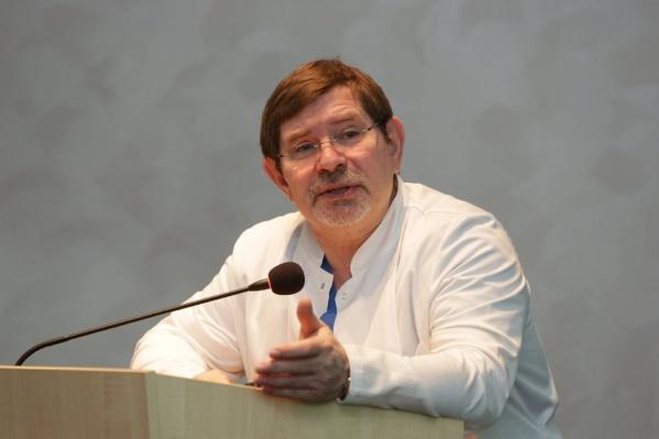 Профессор Александр Чернявский стал и.о. директора клиники Мешалкина вместо уволенного Александра Караськова