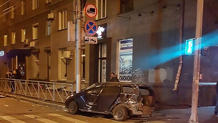 По словам очевидца, разбитая «Тойота Королла Филдер» была такси
