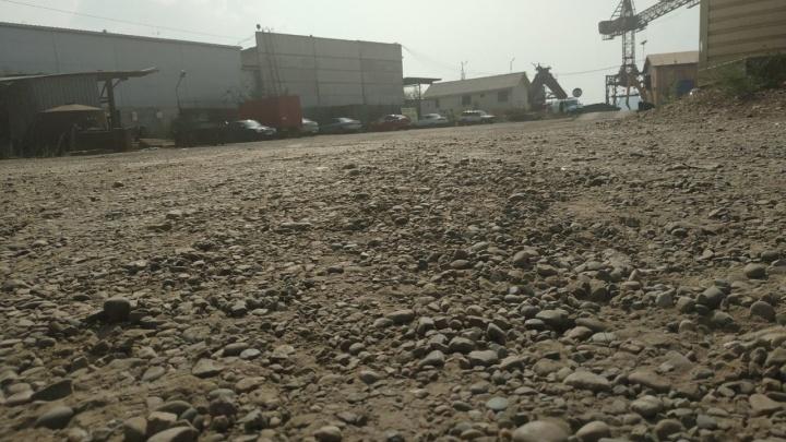 Падение крана в Красноярске: первые кадры с места ЧП