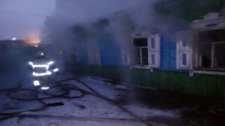 Два человека погибли в горящем доме в Купино