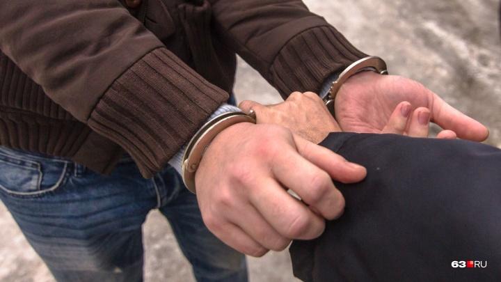 В Самарской области с поличным задержали за взятку бывшего следователя