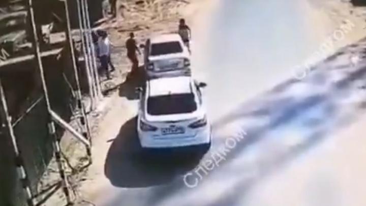 Следствие показало видео конфликта со стрельбой между полицейскими и работниками тюменской переправы