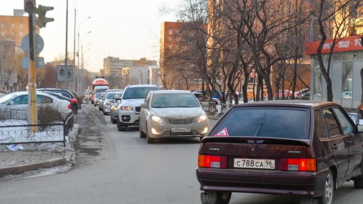 В Екатеринбурге водители ринулись досрочно менять права
