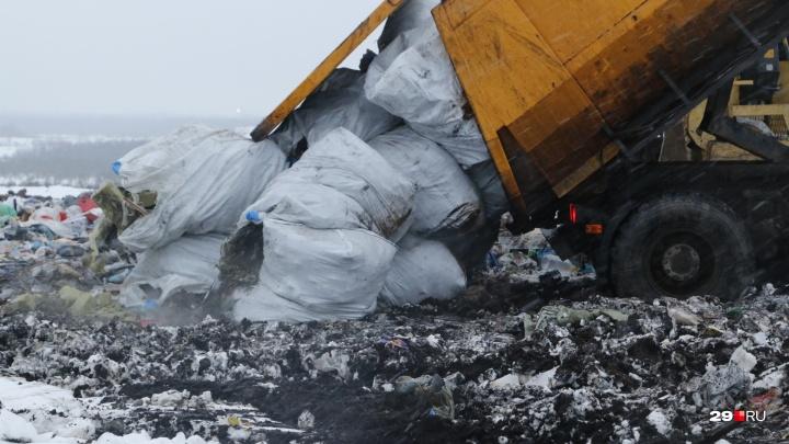 Третье за год судно с мусором из Сабетты: как разгружают арктические отходы на полигоне Архангельска