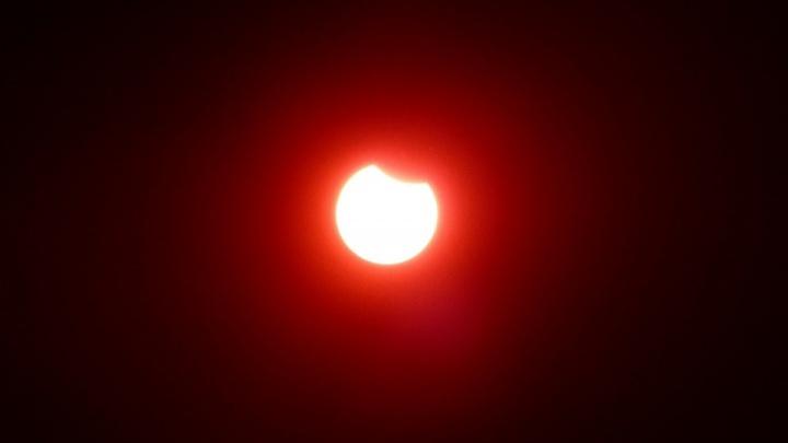 Над Екатеринбургом можно будет увидеть солнечное затмение. Рассказываем, куда смотреть