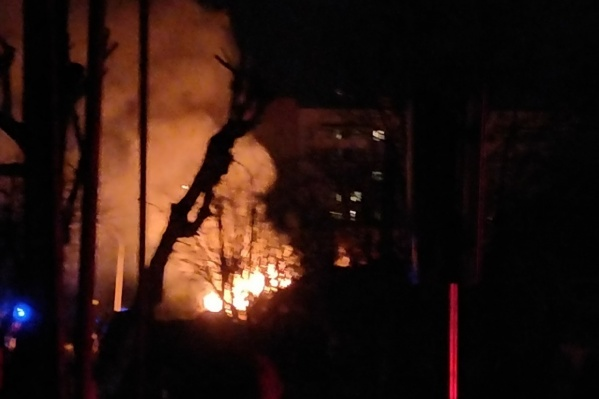 Дом, где скрывались боевики, загорелся во время штурма