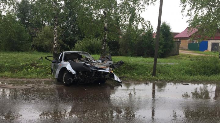 Рано утром в Ярославской области столкнулись автобус и легковушка: есть пострадавшие