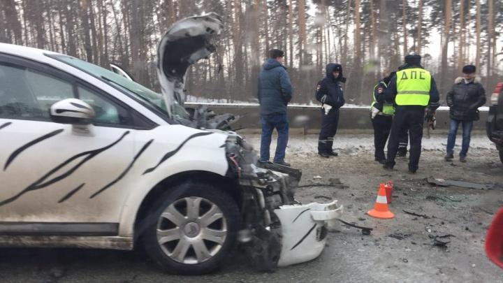 На Кольцовском тракте образовалась пробка из-за женщины-водителя, которая протаранила три машины