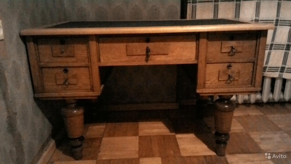 Статусный генеральский стол, обтянут зелёным сукном