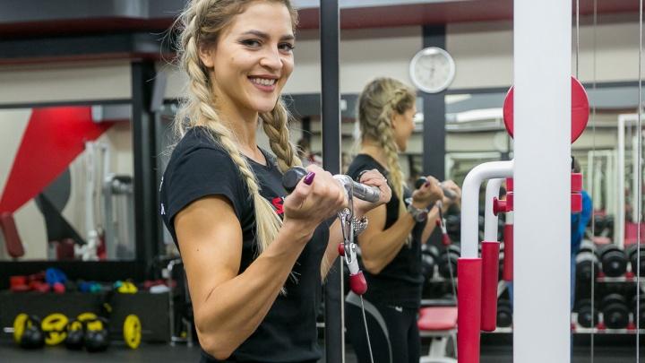 Блондинка с шикарным телом показала 13 упражнений для фитнеса и раскрыла все секреты о себе