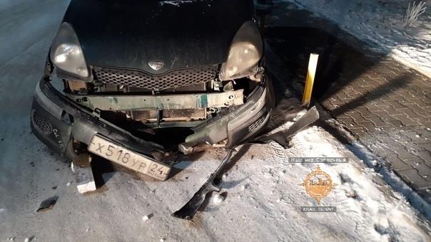 Скатившаяся с горы строительная катушка разбила машину в Солнечном