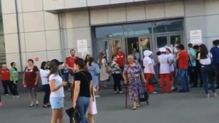 В Уфе эвакуировали посетителей торговых павильонов Центрального рынка
