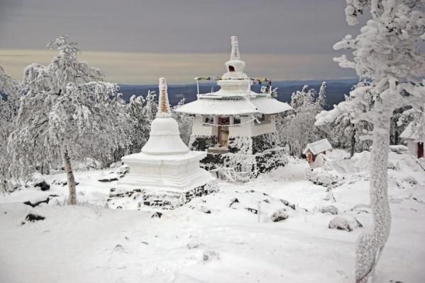 Зима в буддистский храм пришла, когда в Екатеринбурге было еще почти совсем сухо