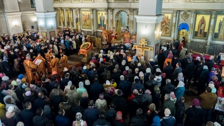 Бесплатные автобусы будут возить верующих из храмов домой в пасхальную ночь: расписание и маршруты