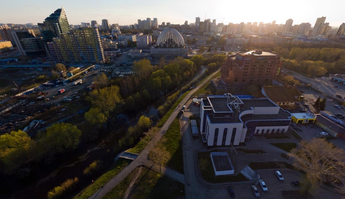 Под благоустройство территории у реки небольшой участок заберут даже у синагоги