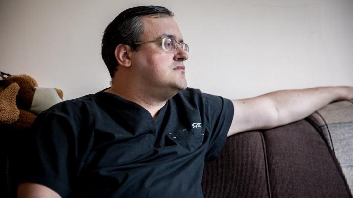 Доктор Киборг: врач роддома вживил себе 6 чипов