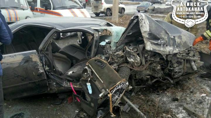 Маршрутный автобус превратил «Тойоту» в груду металла после удара на перекрёстке
