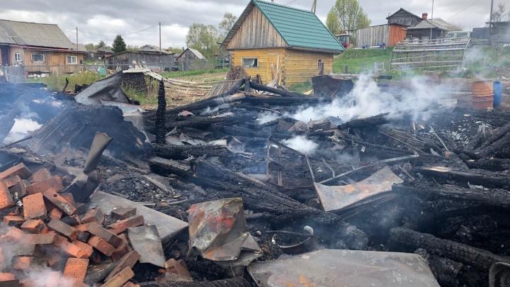 Тимуровцы хотели помочь деду, но сожгли дом: подробности одного майского пожара от МЧС Поморья