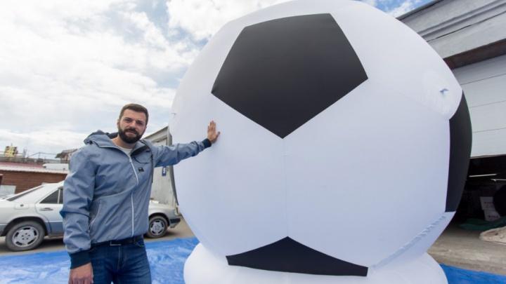 «Родился в бронежилете»: создатель самого большого в мире футбольного мяча попал в аварию в Крыму
