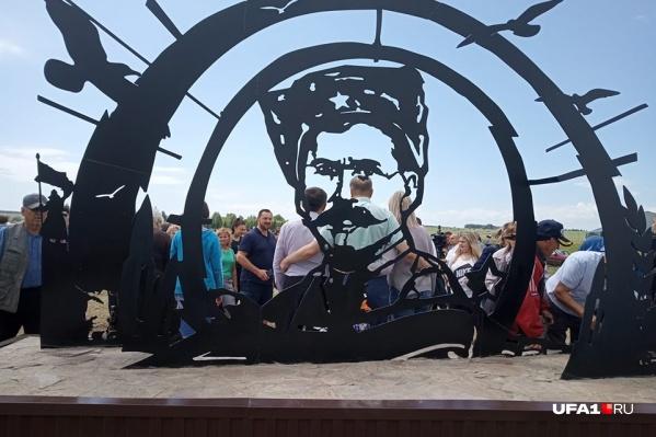 Автор создал памятник Чапаеву по внутреннему позыву души