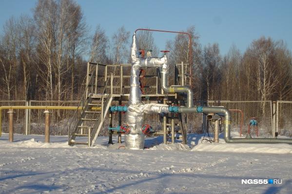 С наступлением морозов на месторождении падает давление, а в домах исчезает газ