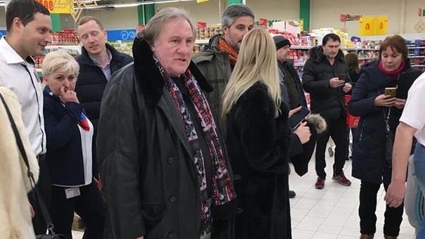 Жерар Депардье встретился сегодня новосибирцам в «Ашане»