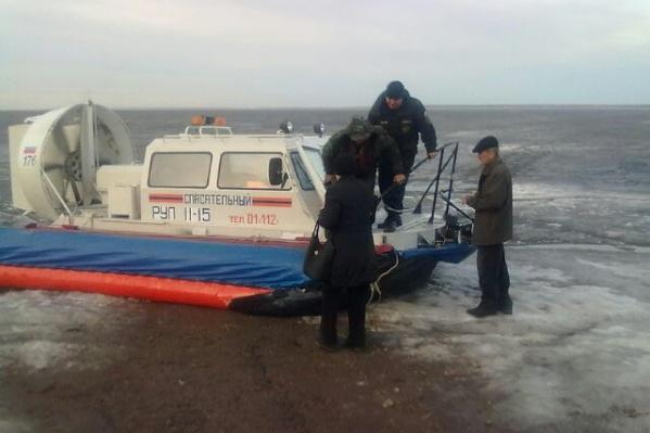 Спасатели использовали судно на воздушной подушке