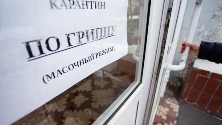 В Челябинске на карантин ушёл первый вуз. Сколько городов и районов области закрыли школы
